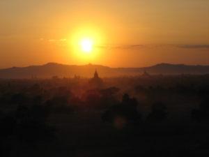 Tramonto a Bagan