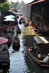Il mercato galleggiante di Amphawa