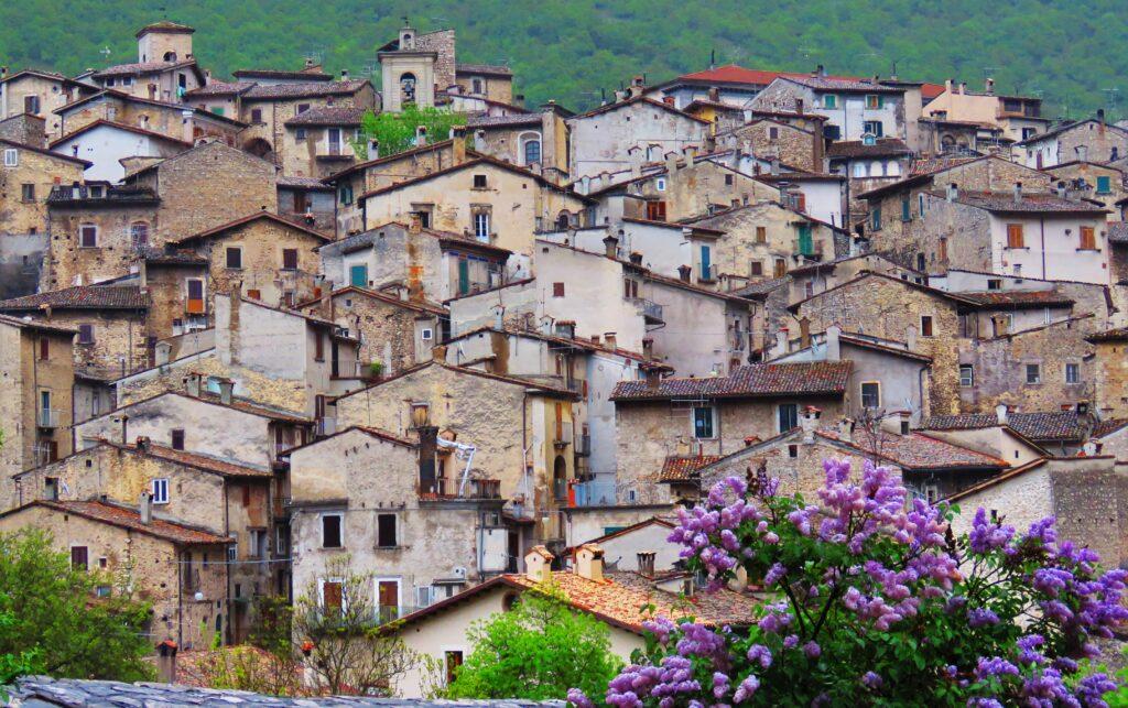 Immagine di un borgo abruzzese