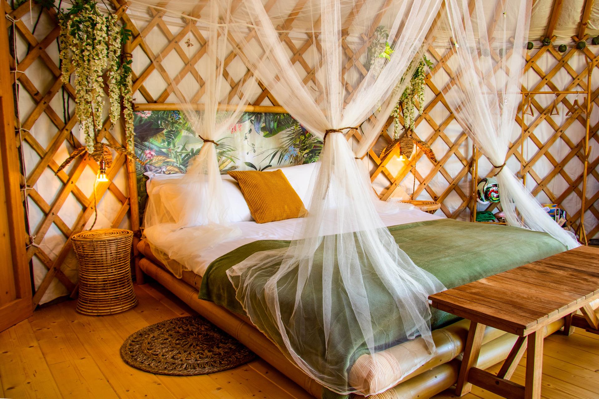 Yurta due cuori e una yurta interno