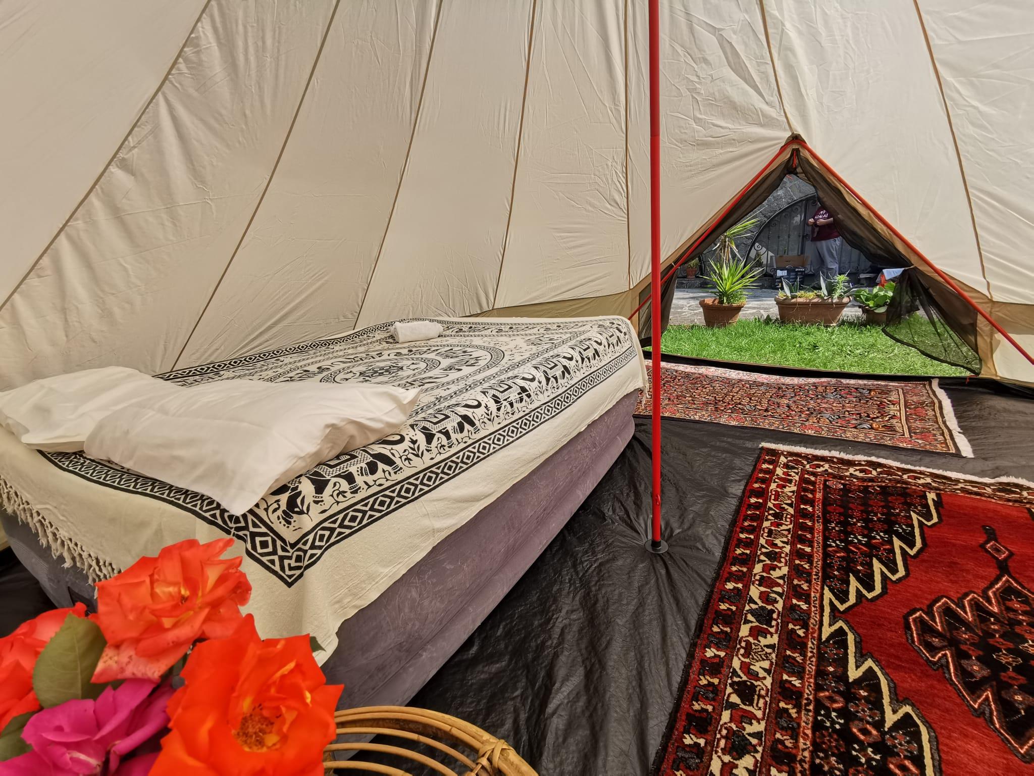 Interno tenda glamping